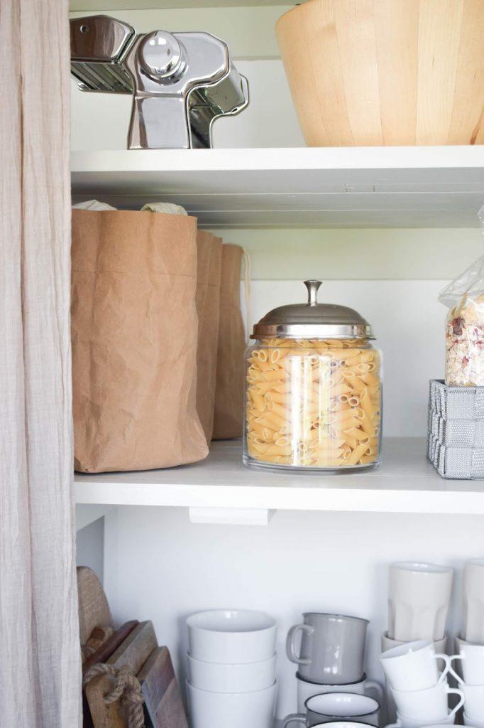 Aufbewahrung von Zwiebel, Kartoffel, Knoblauch. Biologisch und natürlich mit WENKO:Aufbewahrungskorb Küchenorganizer Ideen praktisch kueche organisieren schrank vorratsraum Werbung