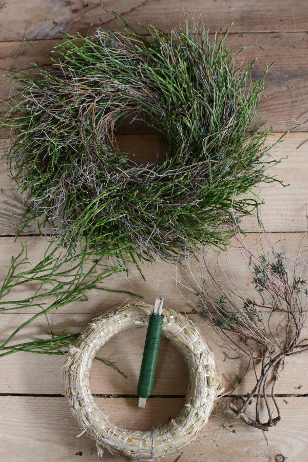 Mit dem Kreativ Set Greenery Kranz kannst du aus Heidelbeere Euphorbia Kranz binden selber machen diy mrs greenery