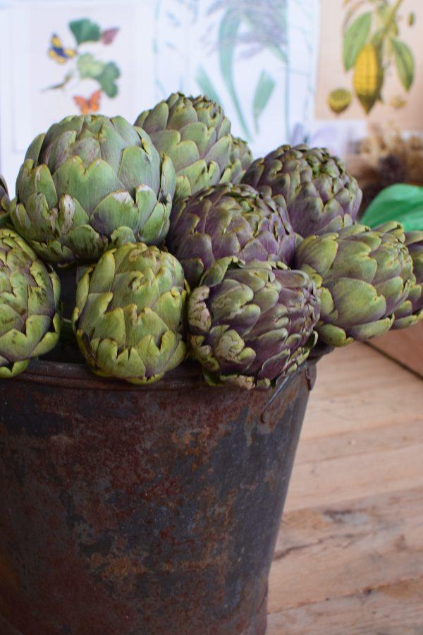 Artischocke mit Stiel. Naturdeko frisch für die Vase und den Strauß. Dekorieren mit Artischocken von Mrs Greenery