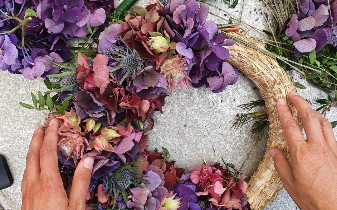 DIY Video: Hortensienkranz mit Lavendel, Disteln, Blushing Brides und mehr!