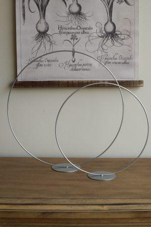 Metallring mit Fuß zum Aufstellen für Loopkränze. Perfekt für deine DIY Kränze Kranz Loop Kranzbinden selbermachen Metall silber