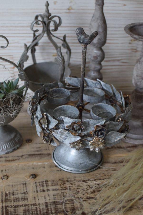 Floraler Kerzenhalter aus Metall Vintage mit Metallblüten Tischdeko antik Mrs Greenery Shop