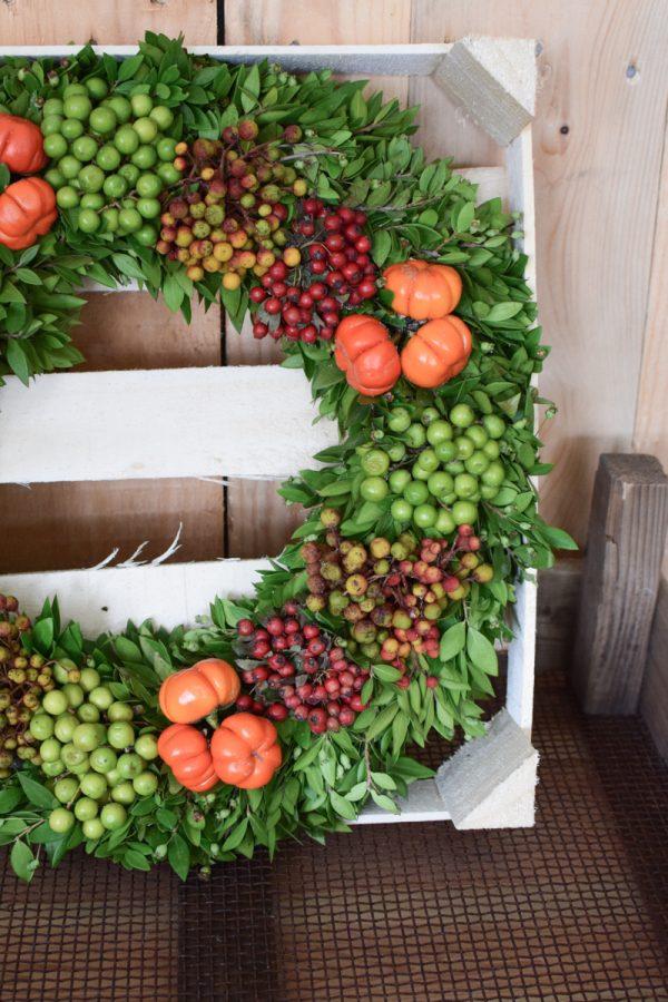 Früchtekranz fertig gebunden. Kranz Herbstkranz Kränze mit Durchmesser 40 cm jetzt im Mrs Greenery Shop bestellen