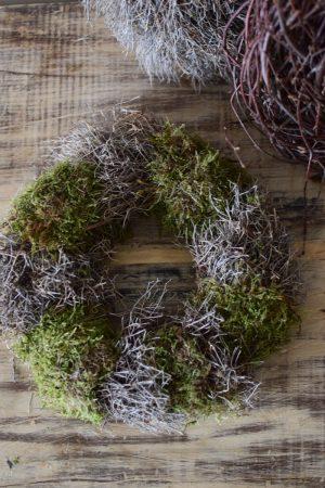 Iron Bush EUphorbia Mooskranz Mixkranz kranz Kraenze fertig gebunden fErtigkranz im mrs greenery shop bestellen
