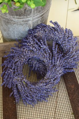 Lavendelkranz. Kranz aus Lavendel. Duftkranz Kranz Kränze fertig gebunden kaufen im Mrs Greenery Shop bestellen Kranz Kränze Lavendel