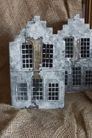 Das Windlichthaus findest du bei Mrs Greenery in 3 Größen und Ausführungen. Jedes Häuschen lässt sich mit Teelichtern oder Kerzen befüllen. Egal ob auf dem Fenstersims, dem Gartentisch oder auf deiner Konsole.... das Metallhaus bringt immer Stimmung in dein Zuhause. Herbstdeko Weihnachtsdeko Mrs Greenery Shop