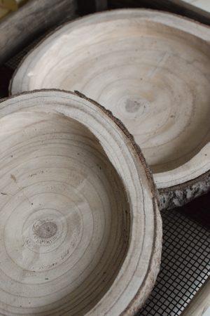Holz Tablett aus Baumscheibe Tablett Naturholz unbehandelt Dekotablett Herbstdeko Winterdeko Schale Holzschale im Mrs Greenery Shop bestellen