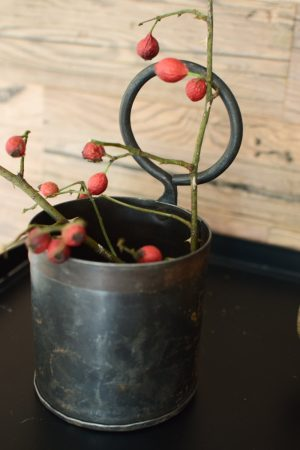 Antiker Pflanztopf Becher aus Metall Einzelstücke Vintage Mrs Greenery Shop