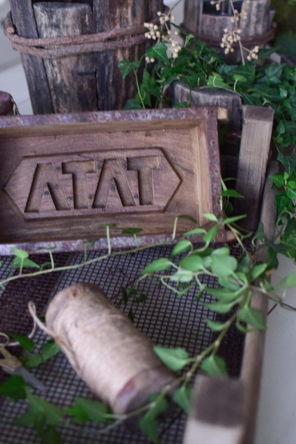 Ziegelform aus Holz mit Metallbeschlägen. Schale aus Holz. Form für Ziegel Deko Dekoidee im Mrs Greenery Shop bestellen